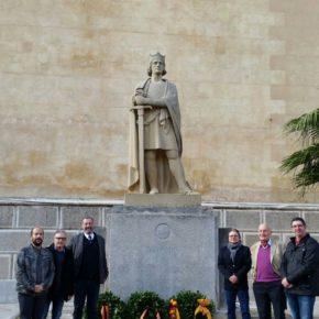 Representantes de Ciudadanos (Cs) en Menorca participan en la ofrenda floral al rey Alfons III