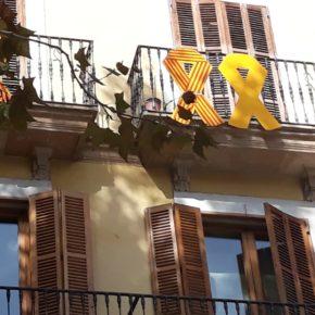Cs Palma pide a Noguera la retirada del lazo amarillo que ha colocado MÉS en uno de los balcones de Cort