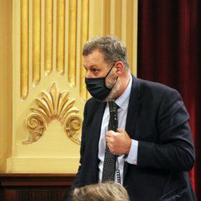 El diputado Jesús Méndez pregunta al Govern sobre la polémica eliminación de los técnicos para atender a los alumnos NESE en el colegio Mare de Déu de Gràcia de Mahón